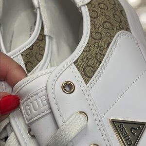 Guess Los Angeles size 10 white with logo print